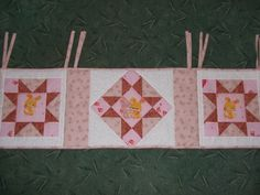 panel do postýlky Quilts, Blanket, Bed, Stream Bed, Quilt Sets, Blankets, Log Cabin Quilts, Beds, Cover