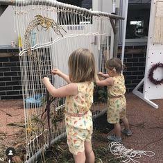 Forest School Activities, Outdoor Activities For Kids, Toddler Activities, Diy Crafts For Kids, Art For Kids, Weaving For Kids, Kids Workshop, Outdoor Classroom, Reggio Emilia