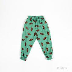 Pantalón baggy verde con dibujos de labios rojos para niña de Bobo Choses. #girl #trousers #fashion #NeroliByNagore #SS14 #BoboChoses