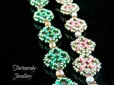 Celtic Kisses - Tartanruby Jewellery - Learn to make this pretty and versatile bracelet and earrings.   You will need: ➢ Rounduo beads ➢ Quadratile beads ➢