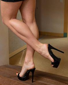 Sexy Legs And Heels, Hot High Heels, High Heels Stilettos, Stiletto Heels, Beautiful High Heels, Gorgeous Feet, Beautiful Legs, Feet Soles, Women's Feet