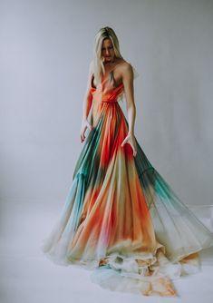 Jania- — Leanne Marshall - Source by - Stunning Dresses, Beautiful Gowns, Pretty Dresses, Moda Tie Dye, Vestido Tie Dye, Prom Dresses, Formal Dresses, Wedding Dresses, Tie Dye Outfits