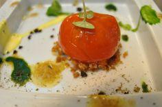 Finto peperone rosso, farcito di tonno , acciuga ed olive nere.