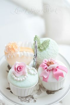 Pastel Cupcakes. Looks so yummi. And I love that colour ;)