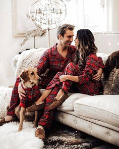 Source by shedenfroi Look pijama Couple Pajamas Christmas, Matching Christmas Pajamas Couples, Christmas Pjs, Matching Pajamas, Christmas Photo Cards, Christmas Pictures, Christmas Countdown, Holiday Photos, Christmas Ideas