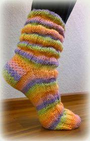Arkimamman Arkiralli: Vaahtokarkki-kumpareet Warm Socks, Cool Socks, Striped Socks, Colorful Socks, Types Of Yarn, Knit Or Crochet, Knitting Socks, Crochet Clothes, Leg Warmers