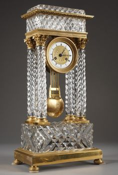 An important cut-crystal and ormolu mantel clock with four twisted columns imitating a classic temple, Corinthian capitals and gilt bronze bases adorned with twisted patterns.
