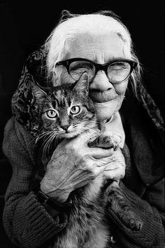 photography black and white, beautiful ageless woman and her kitty; Crazy Cat Lady, Crazy Cats, Tier Fotos, Cat People, Mundo Animal, People Of The World, Interesting Faces, I Love Cats, Old Women