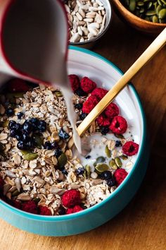 Use your favorite grains to make this superfood muesli. Use your favorite grains to make this superfood muesli. Think Food, Love Food, Brunch Recipes, Breakfast Recipes, Brunch Appetizers, Brunch Drinks, Brunch Buffet, Brunch Food, Brunch Menu