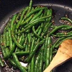 Buffet' Green Beans You'll make a bee line for these Chinese buffet favorites!You'll make a bee line for these Chinese buffet favorites! Chinese Buffet Green Beans, Asian Green Beans, Stir Fry Green Beans, Fried Green Beans, Chinese Greens, Chinese Garlic Green Beans, Japanese Green Beans Recipe, Chinese Beans Recipe, Chinese Style Green Beans