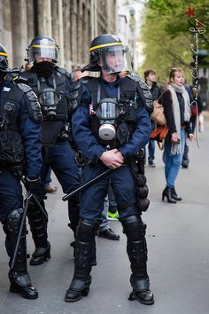 Police Life, Riot Police, Police Outfit, Police Nationale, Cop Out, Police Uniforms, Military Gear, Law Enforcement, Outfit