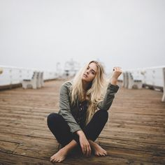 Such a cute funky senior pose for the pier :) Cloudy Photography, Beach Photography, Portrait Photography, Photography Hacks, Children Photography, Foto Portrait, Portrait Poses, Female Portrait, Poses For Pictures