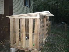Pallet chicken coop ~ I like the roof on this one!