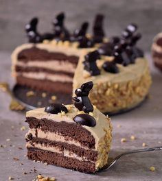 Peanut butter chocolate cake for Easter! This cake is vegan, gluten-free, refined sugar-free, egg-free, and dairy-free. It's incredibly rich, fudgy and delicious.
