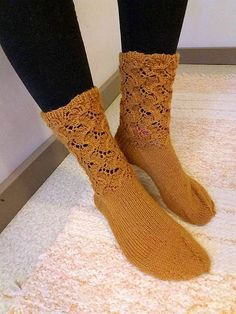 Knitting Socks, Knit Socks, Handicraft, Knitting Patterns, Projects To Try, Crochet, Diy, Handle, Snow