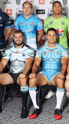 Such awesome thighs Vpl Men, Hot Rugby Players, Real Men Real Style, Sports Mix, Rugby Shorts, Awkward Photos, Soccer Guys, Rugby Men, Scruffy Men