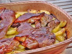 Szilveszterre?? Sörben sült pácolt csülök pékné módra – komótosan, cserépben, ropogósra Pasta Salad Recipes, Meat Recipes, Cooking Recipes, Tzatziki Sauce, Ital Food, Breakfast Potato Casserole, Greek Salad Pasta, Hungarian Recipes, Hungarian Food