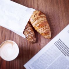 French breakfast. Cafe / croissant ☕️