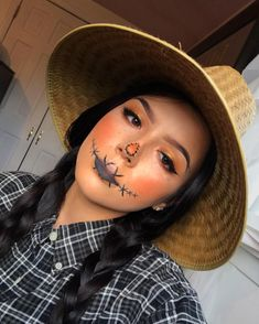 Are you looking for ideas for your Halloween make-up? Browse around this site for creepy Halloween makeup looks. Sugar Skull Halloween, Scarecrow Halloween Makeup, Scarecrow Costume, Pretty Halloween, Halloween Makeup Looks, Halloween Costumes, Scarecrow Face, Family Costumes, Scary Halloween