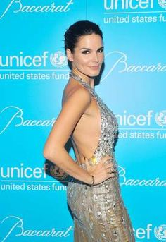 Angie Harmon has been married to former NFL star Jason Sehorn for 11 years. #gold #dress