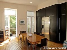 DISCOUNT ► Until June 7th; enjoy a 20% discount on this impressive triplex in Harlem, Manhattan! Really modern, stylish and yet comfortable, this 3 bedroom rental in an authentic New York brownstone townhouse features most of the amenities you might need and definitely has a lot of cachet!