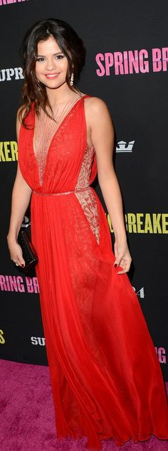 Selena Gomez: Dress – Reem Acra    Shoes – Giuseppe Zanotti    Purse – Jimmy Choo    Jewelry – Lorraine Schawrtz