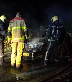 Auto vat vlam in Apeldoorn, inzittenden tijdig eruit