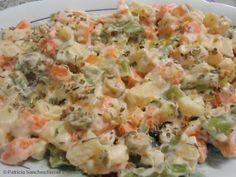 Aprenda a preparar a receita de Salada de legumes diferente Vegetarian Recipes, Healthy Recipes, Portuguese Recipes, Pasta Salad, Salad Recipes, Potato Salad, Meal Prep, Good Food, Easy Meals