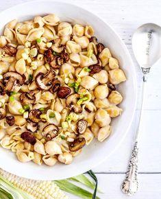 Stuffed Pasta Shells, Stuffed Mushrooms, Mushroom Pasta, Truffle Mushroom, Cheesy Pasta Recipes, Black Truffle, Truffles, Feel Better, Pasta Salad