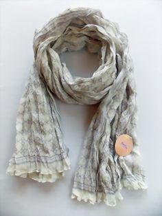 Langer Schal mit zartem Muster von Lisbeth Dahl - Tuchtraum