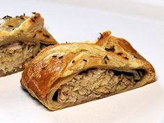 Zelný závin — Kluci v akci — Česká televize Spanakopita, Apple Pie, Bread, Ethnic Recipes, Desserts, Food, Meal, Deserts, Essen