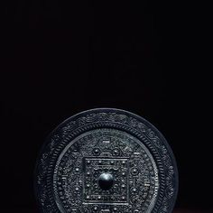 Bronze Mirror with miraculous creatures, TLV pattern and inscriptions. ©Guardian 2012