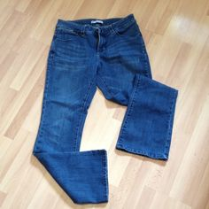Lee perfect fit jeans Size 10 medium. Has light factory distress on front lap. Inseam is 31. Lee Jeans