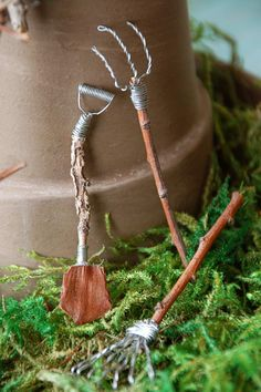 Create an indoor fairy garden, complete with fairy house, with this how-to from HGTV Gardens. Indoor Fairy Gardens, Miniature Fairy Gardens, Miniature Plants, Fairy Garden Furniture, Fairy Garden Houses, Fairy Crafts, Garden Crafts, Garden Ideas, Fairy Food