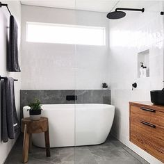 Small bathroom renovations: How to create the illusion of space Family Bathroom, Laundry In Bathroom, Bathroom Renos, Bathroom Inspo, Bathroom Layout, Modern Bathroom Design, Bathroom Interior Design, Bathroom Renovations, Bathroom Inspiration