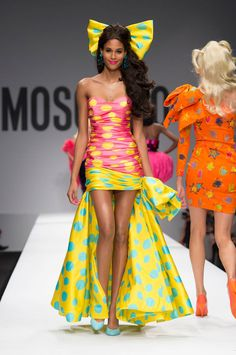 Moschino Spring/Summer 2015 via @stylelist | http://aol.it/1wKVKn6