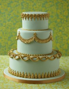Delicate blue coloured cake with beautiful gold detail edging.  Pretty cake.   ᘡղbᘡ
