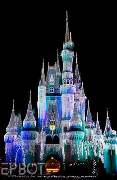 Christmas Lights on the Disney Castle - I want to spend a Christmas in Disney :)