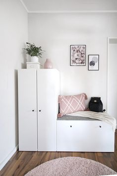 hallway Hallway The post hallway appeared first on Sovrum Diy. Apartment Entryway, Apartment Design, Decor Room, Bedroom Decor, Home Decor, Home Room Design, House Design, Ikea Stuva, First Apartment Decorating