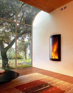 Open corner of a modern living space with a stunning and fiery focal point doubles as a meditation zone [Design Diligence International] Meditation Raumdekor, Meditation Room Decor, Feng Shui, Wall Mounted Fireplace, Fireplace Mirror, Custom Fireplace, Fireplace Design, Relax, Cozy House
