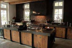 Keuken van oud eiken.  Realisatie van Arthur Poort Interieurs