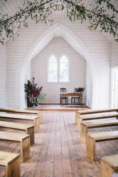 Little Church at Spring Hill wedding ceremony. Flowers by Wooton & Nicholls