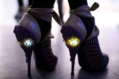 STYLE UP YOUR REALITY: NICHOLAS KIRKWOOD - FUTURISTIC and EXTRAVAGANT