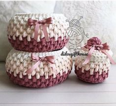 Fine kurve med farveskift i zpaghetti This Pin was discovered by HUZ Crochet Baskets Archives - Page 3 of 10 - Crocheting Journal Crochet Diy, Diy Crochet Basket, Crochet Bowl, Crochet Basket Pattern, Knit Basket, Crochet Gifts, Crochet Patterns, Confection Au Crochet, Crochet Baby Boots