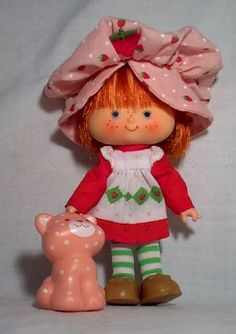 Strawberry Shortcake and Custard, 1980s. I still remember how they both had a sweet smell :)