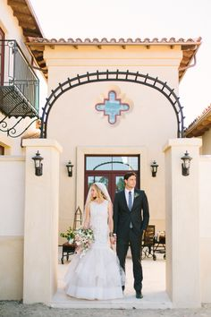 wow how stunning is this bride and groom effortlessly captured by Rachel Solomon http://www.weddingchicks.com/vendor-guide/rachel-solomon-photography/