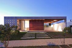 Casa tem teto especial e pátio interno para combater calor do interior de SP - Casa e Decoração - UOL Mulher