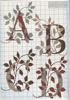 Alfabetos em ponto cruz com diagramas para bordar