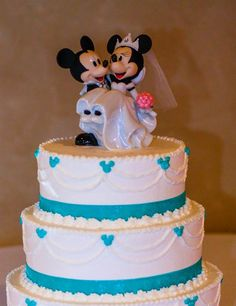 Princess bride: Over-the-top Disney wedding a viral hit - TODAY.com. And here's their cake!