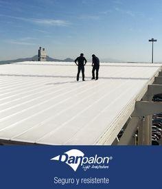 Las láminas del sistema Danpalon son tan resistentes que tu equipo de trabajo podrá estar seguro mientras realiza o supervisa la instalación de las mismas. #Seguro #Confiable